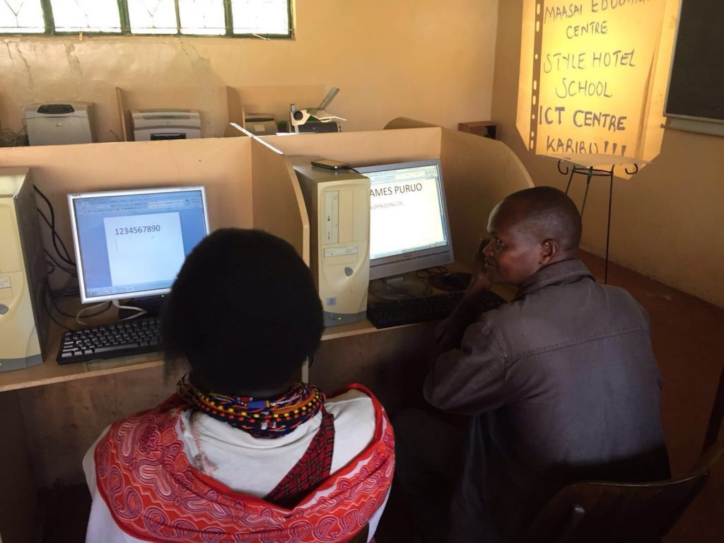 computercursus bij het Masai Education Centre